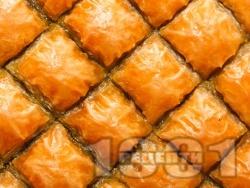 Баклава с готови кори и плънка от орехи - класическа рецепта - снимка на рецептата